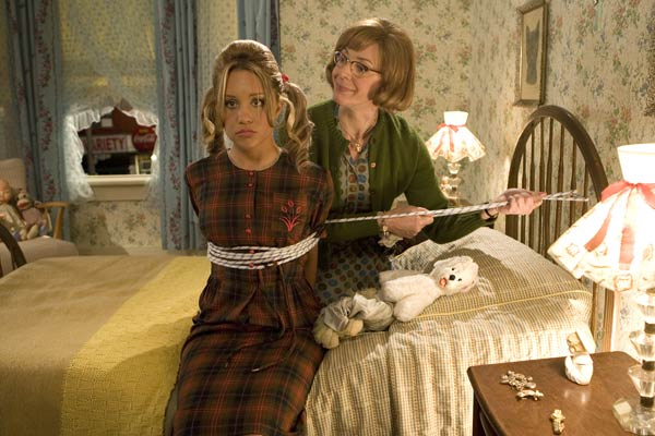 Amanda Bynes et Allison Janney. New Line Cinema