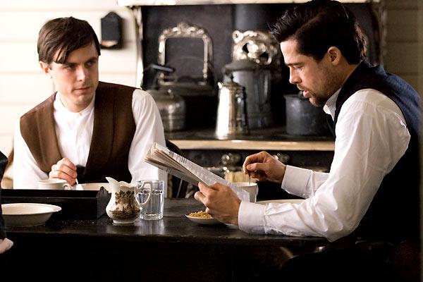 Casey Affleck et Brad Pitt. Warner Bros. France