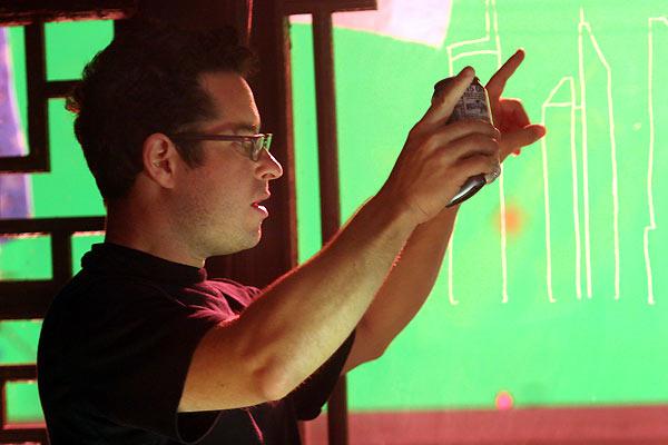 J.J. Abrams (réalisateur) sur le tournage. United International Pictures (UIP)