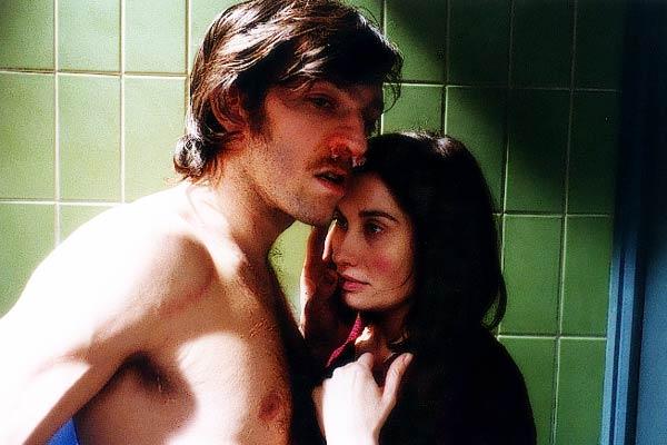 Emmanuelle Devos et Vincent Cassel. Pathé Distribution