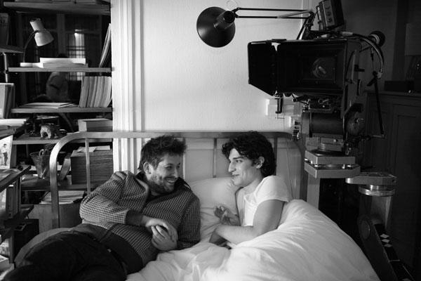 Christophe Honoré (réalisateur) et Louis Garrel sur le tournage. Bac Films