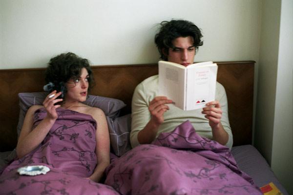Alice Butaud et Louis Garrel. Gémini Films