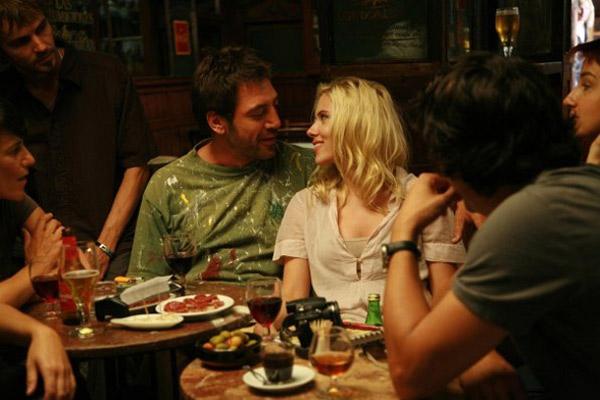 Javier Bardem et Scarlett Johansson. Warner Bros. France