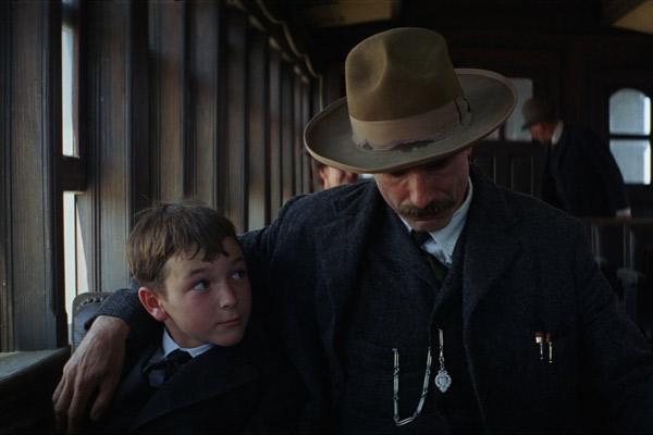 Dillon Freasier et Daniel Day-Lewis. Walt Disney Studios Motion Pictures France