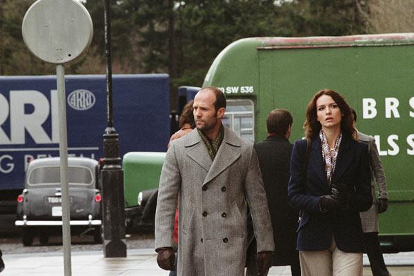 Jason Statham et Saffron Burrows. Metropolitan FilmExport