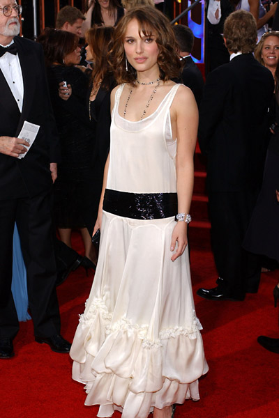 Natalie Portman sur le tapis rouge des Golden Globes 2005. E! Entertainment