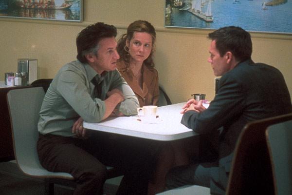 Sean Penn, Laura Linney et Kevin Bacon. Warner Bros. France