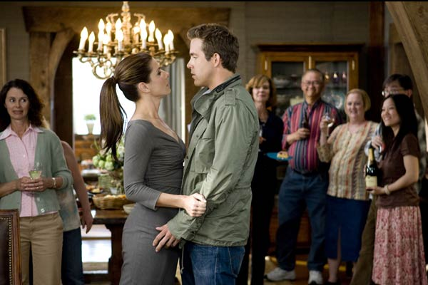 Sandra Bullock et Ryan Reynolds. Walt Disney Studios Motion Pictures France
