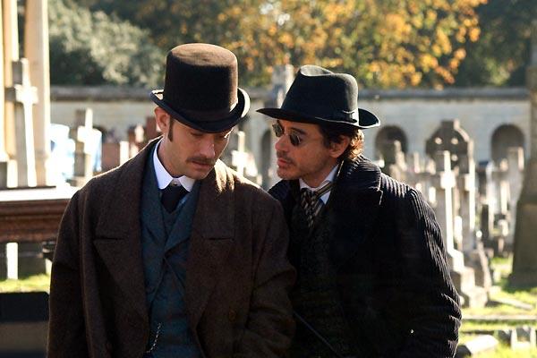 Jude Law et Robert Downey Jr.. Warner Bros. France