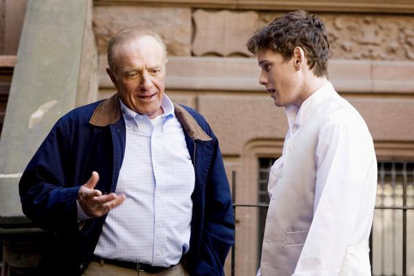 James Caan et Anton Yelchin. Metropolitan FilmExport