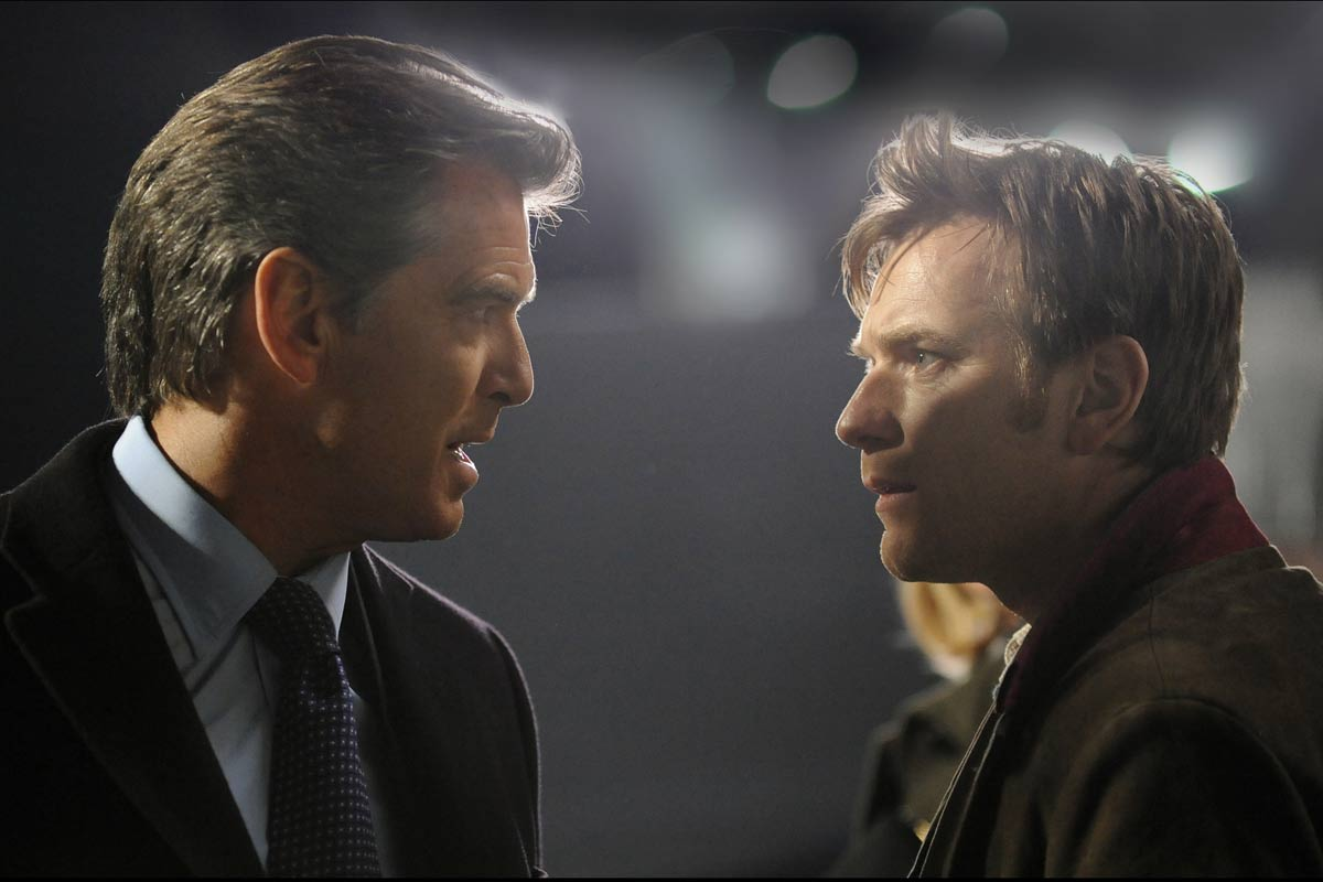 Pierce Brosnan et Ewan McGregor. Pathé Distribution