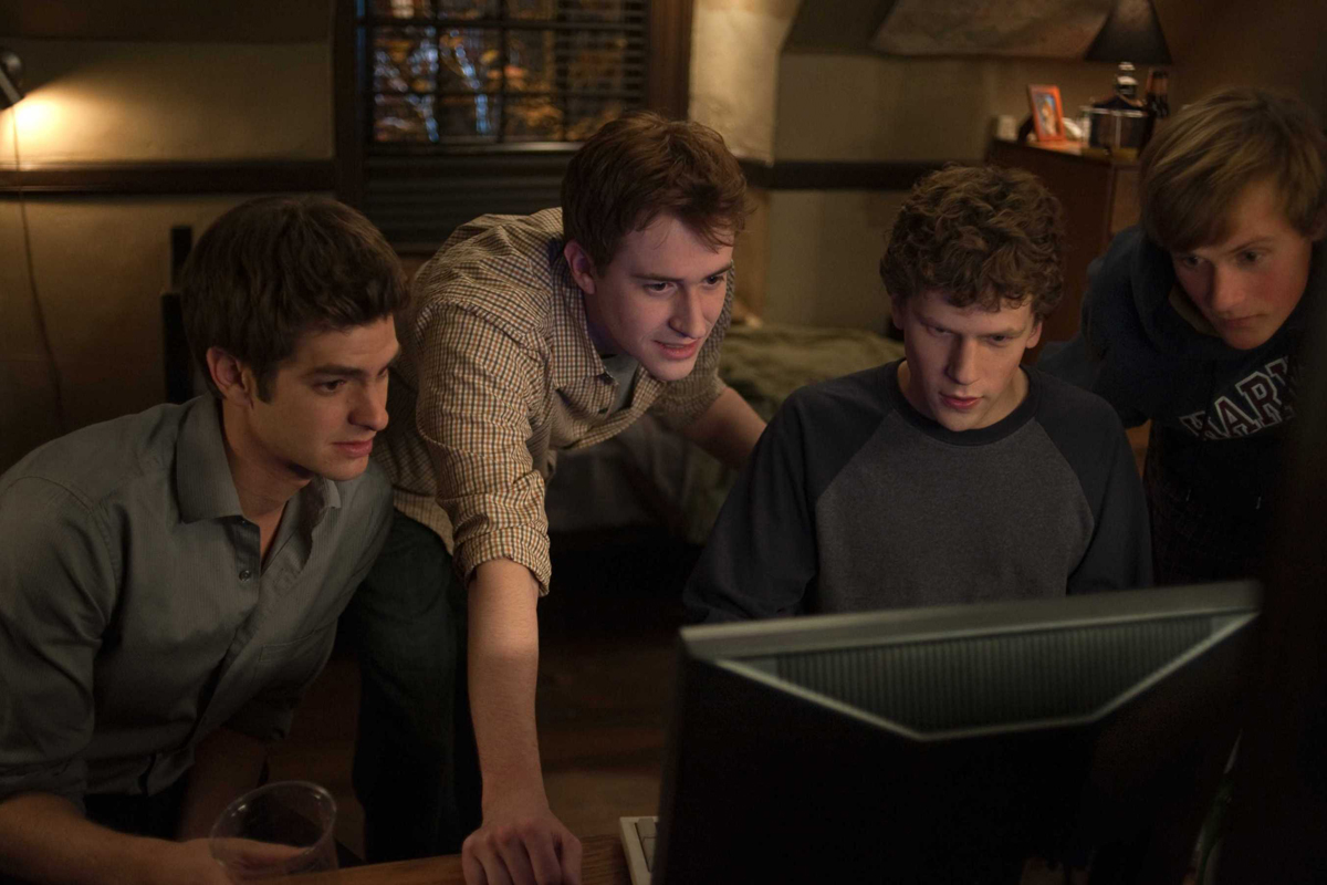 Andrew Garfield, Jesse Eisenberg et Joseph Mazzello. Sony Pictures Releasing France